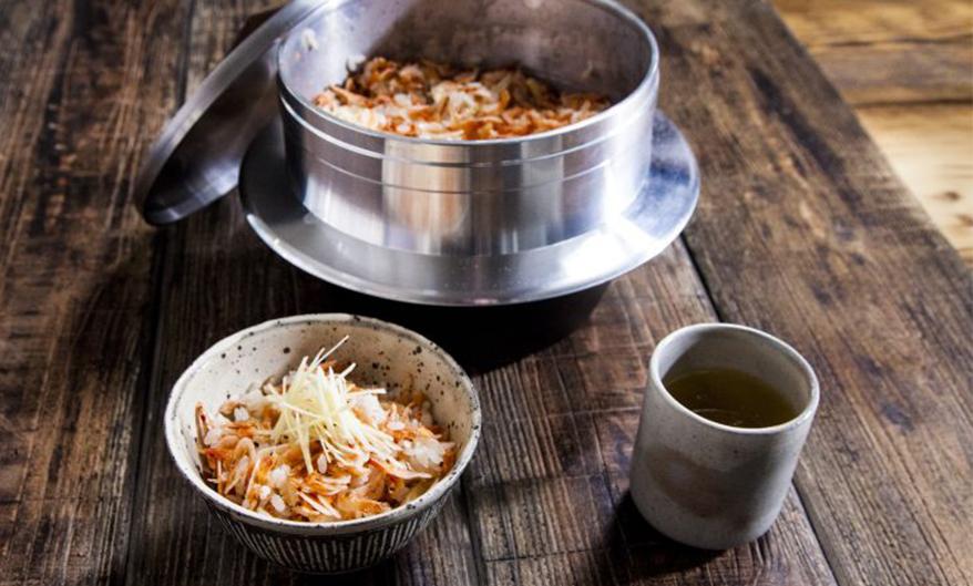 炊き込みご飯とおかず1品のセット